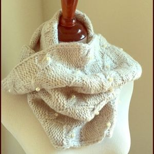 Betsey Johnson Scarf Glove set lt.Grey New! Pearls